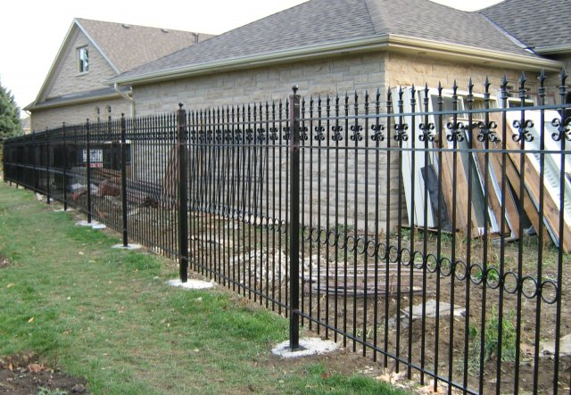 iron-art-fences-02.jpg