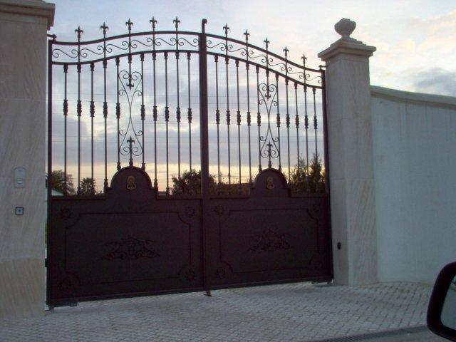 iron-art-gates-01.jpg